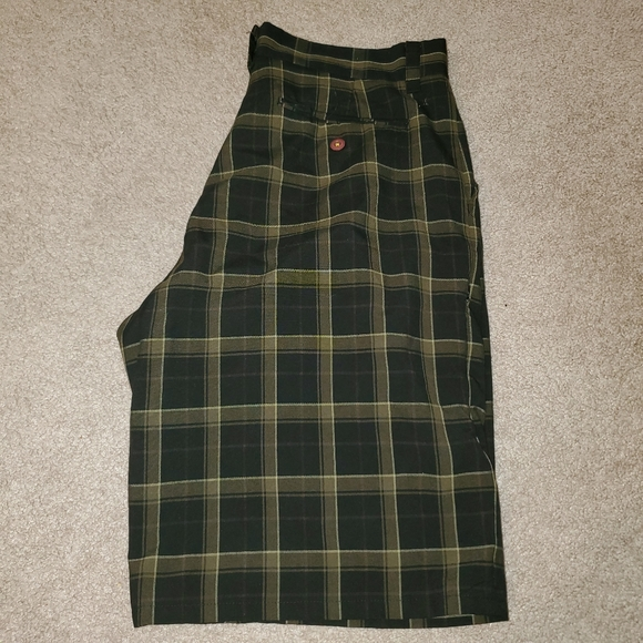 Hurley Flat Front Plaid Shorts NWOT